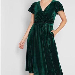 NWT Timeless Embrace Velvet Midi Dress